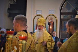 Митрополит Орловский и Болховский Тихон во время богослужения